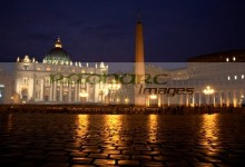 st peters square the vatican at night